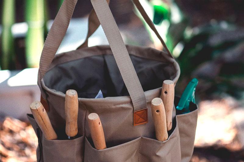 Väska med trädgårdsredskap